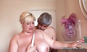 Fisting with an increment of bottling a mature thick pussy
