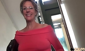 Rough anal-sex with the addition of squirting for this cougar mamma