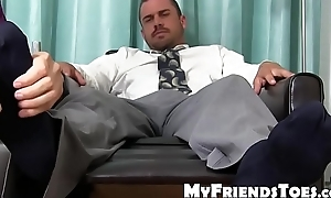 Immense merchandiser Darin Silvers drips cum with feet tongued